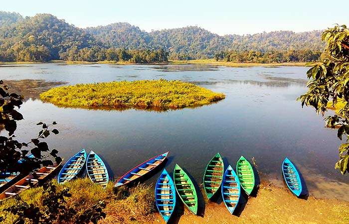 Chandubi Lake- Located in Assam, this majestic lakes marks the beginning of the Garo hills in the region. Said to be born out of an earthquake that hit the area, Chandubi's shores are covered with lush forests that are home to tranquil hamlets and a wide variety of indigenous fauna.