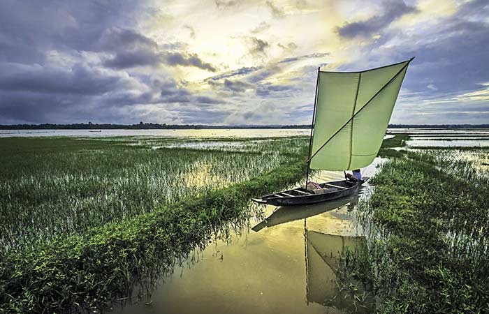 Sonbeel-lake-Located in the Karinganj district of Assam, Sonbeel (or Shon Beel) is one of the largest wetlands in the state. A unique aspect of this lake is that during the winter months, the water level recedes to make way for smaller lakes and farmlands for rice cultivation.