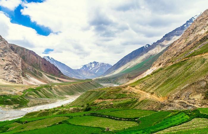 Parque Nacional Pin Valley, Himachal Pradesh -O único parque de elevada altitude, no deserto frio do estado montanhoso de Himachal Pradesh, o Parque Nacional Pin Valley está situado no sub-distrito de Spiti em Lahaul e Spiti. O parque foi inaugurado nos anos de 1980 e agora cobre uma área de 675 km2 como zona central e 1,150 km como zona de segurança. Com a sua sede situada na vila adjacente de Kaza, o parque é a casa de cerca de 1,600 pessoas durante o verão pelas 17 villas chamadas de dogharies (aglomerados de verão).