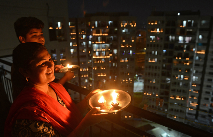 Responding to the call by PM Modi, people switch off lights of their homes and light up lamps, candles, mobile flashlights to display the nation's collective spirit to defeat Coronavirus during the nationwide lockdown on April 5