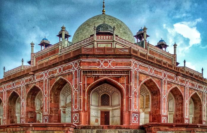 O monumento do Túmulo de Humayun em Nova Deli listado pela UNESCO após fortes chuvas durante a época das monções