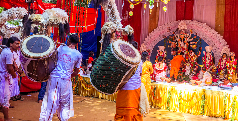 Durga Puja (October 23-26, this year) is celebrated with great pomp and joy across the country with the grandest festivities happening in West Bengal. One of the characteristic features of Durga Puja is the performances by dhakis (drummers) who decorate their drums with feathers