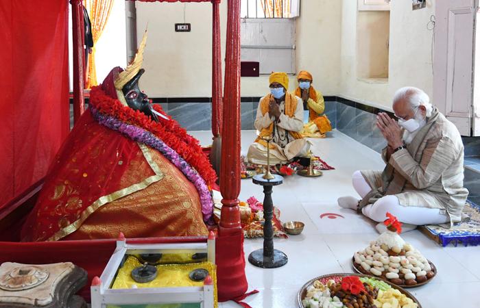Indian Prime Minister Narendra Modi offered prayers at the revered Jeshoreshwari Kali Shaktipeeth in Satkhira, Bangladesh, during his twoday visit to Bangladesh;
