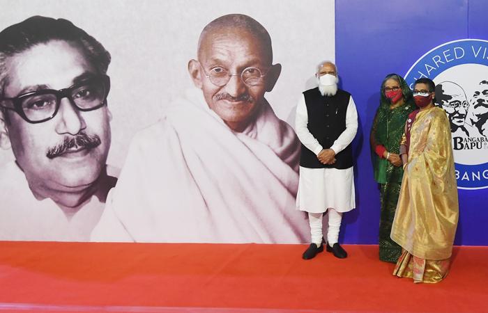 Indian Prime Minister Narendra Modi (extreme left) and his Bangladesh counterpart Sheikh Hasina (centre) jointly inaugurated a digital exhibition on Bapu (Mahatma Gandhi) and Bangabandhu Sheikh Mujibur Rahman