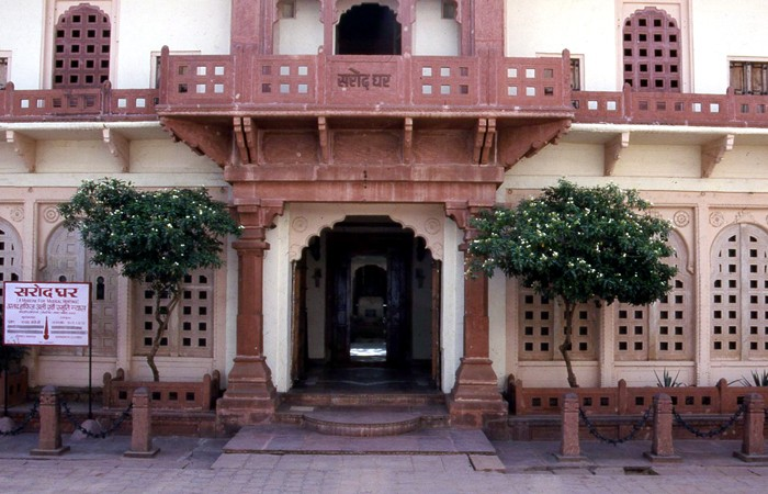 The museum is housed in the ancestral home of noted sarod master and Padma Vibhushan recipient Ustad Amjad Ali Khan, who is also the son of Ustad Haafiz Ali Khan